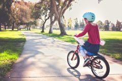 Родителей на Камчатке призывают объяснить детям правила управления двухколесным транспортом