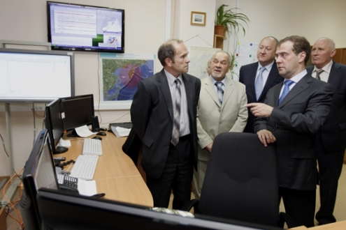 Prime Minister Dmitry Medvedev visits the Inter-Regional Centre for Collecting, Processing and Sharing Monitoring and Forecast Information on Earthquakes in the Far East and Tsunamis